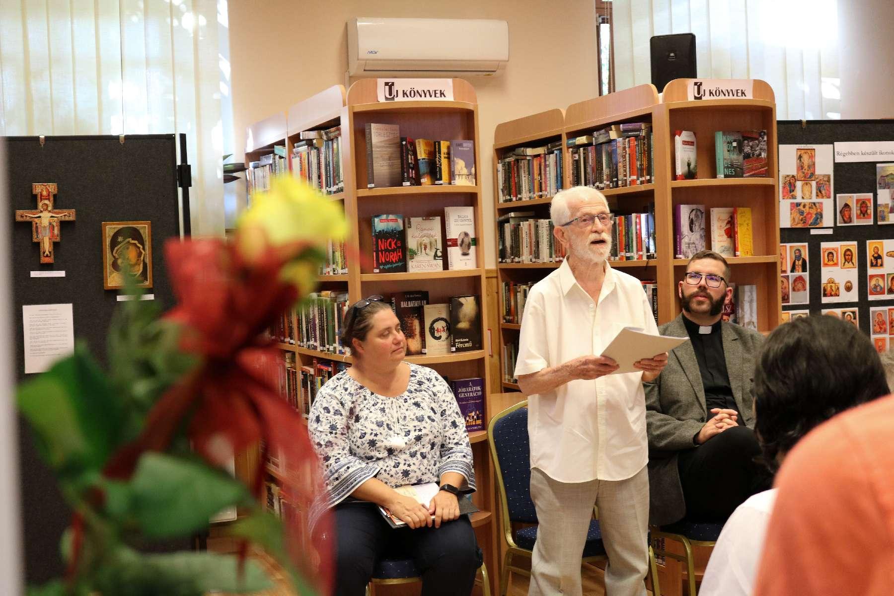 Ikonkiállítás nyílt a Városi Könyvtárban